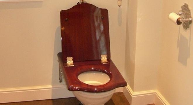 Bill Gates nghiên cứu loại toilet biến chất thải thành năng lượng