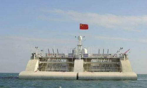 Trạm phát điện nổi lớn nhất của Trung Quốc - dùng để biến đổi sóng biển thành điện năng có thể được sử dụng trên những hòn đảo xa xôi – được thử nghiệm hồi đầu tháng 11 trên Biển Đông. Ảnh: Viện chuyển đổi năng lượng Quảng Châu.